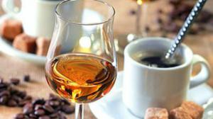 Медики рассказали, можно ли смешивать алкоголь с кофе
