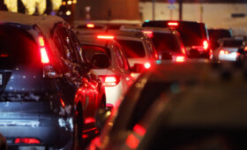 Московских водителей предупредили о сильных пробках в среду вечером