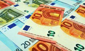Банки в октябре в полтора раза нарастили вывоз наличных евро — ПРАЙМ, 14.12.2020