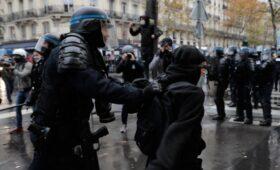 МВД Франции сообщило более чем о 100 задержанных на протестах в Париже