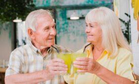 Сладкие напитки связаны с риском развития дряхлости у пожилых людей