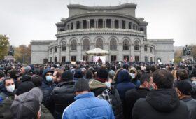 Оппозиция призвала армян к неповиновению из-за отказа Пашиняна уходить