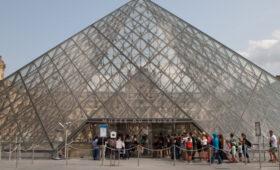Лувр впервые выставил на торги лоты современных художников, а также уникальные предложения