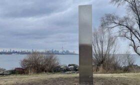 Таинственные монолиты в Торонто