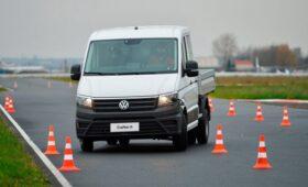 Kolesa.ru провели лосиный тест Volkswagen Crafter. Машину опять не опрокинули, хотя пытались