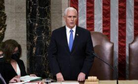 СМИ узнали о нежелании Пенса досрочно отстранять Трампа