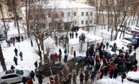 Кремль прокомментировал суд над Навальным под портретом Ягоды