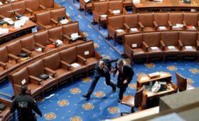 Вице-президента и спикера палаты представителей эвакуировали из Капитолия