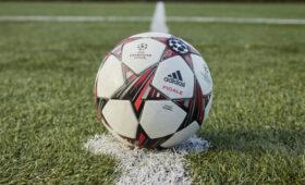 Фанаты с дальтонизмом пожаловались на цвета футболок в матче «Ливерпуль» – МЮ