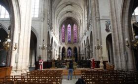 Первый после пожара рождественский концерт прозвучал в Нотр-Дам-де-Пари