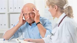 Медики назвали ранние симптомы болезни Паркинсона