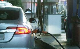 Эксперт рассказал, как определить недолив бензина на АЗС
