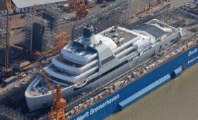 СМИ узнали о строительстве 145-метровой яхты для Абрамовича