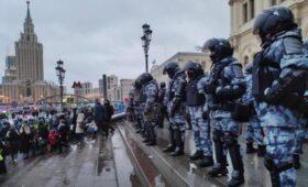 Силовики вытеснили протестующих от Ленинградского вокзала в Москве