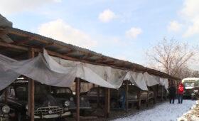 Коллекционер из Казахстана восстанавливает ретроавтомобили для киносъемок