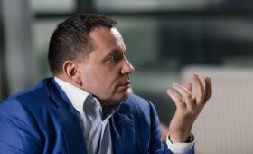 Глава Внуково объяснил уход самолета с Навальным на запасной аэродром