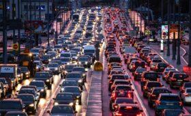 Число машин на дорогах Москвы приблизилось к доковидным значениям