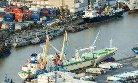 Власти Петербурга назвали условия переноса порта в Ленобласть