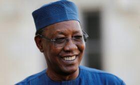 В Африке от полученных в бою ран умер избранный на шестой срок президент