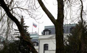 Сенат Чехии предложил оставить в стране одного российского дипломата