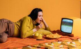 Частый просмотр телевизора чреват повышенным риском деменции и уменьшением объема серого вещества