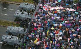 Лукашенко разрешил использовать боевую технику для разгона митингов