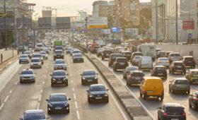 Камеры засняли около 2,7 тыс. москвичей, пользующихся за рулем телефонами