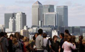 Bloomberg узнал о росте спроса на молодых инвестбанкиров из-за выгорания