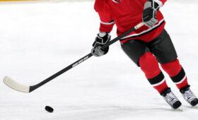 ЧМ по хоккею: Казахстан по буллитам победил Латвию, Дания обыграла Швецию