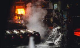 Власти введут временные пошлины на экспорт металла из России