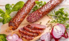 Медики рассказали о вреде копченых колбас и сосисок