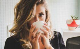 Высокие дозы кофеина могут быть опасны для зрения