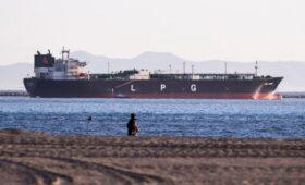 США второй раз за 30 лет импортировали нефть и нефтепродукты из Ирана