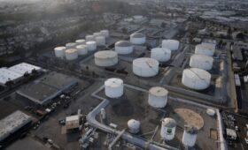 МЭА допустило существенный дефицит на рынке нефти из-за разногласий ОПЕК+