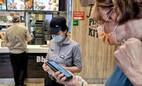 «Тинькофф» оценил потери рестораторов в первый день QR-кодов в Москве
