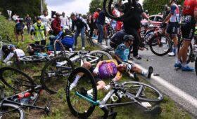 Ищите женщину: виновница массового завала на «Тур де Франс» объявлена в розыск
