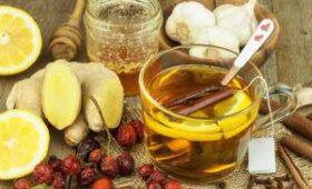 Британец утверждает, что излечился от коронавируса при помощи горячего спиртного и меда