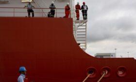 Правительство решило не вводить запрет на экспорт бензина из России»/>