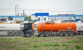 Новак предложил ввести запрет на продажу бензина трейдерами»/>