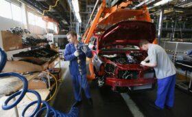 АвтоВАЗ приостановит производство из-за дефицита компонентов»/>