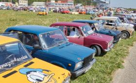 Названы самые популярные за рубежом отечественные машины