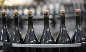 Минфин предложил с 1 января начать эксперимент по продаже вин онлайн»/>