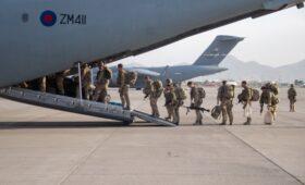Великобритания завершила эвакуацию из Афганистана»/>