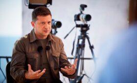 Зеленский счел разговор с Путиным выходом для обмена задержанных крымчан»/>