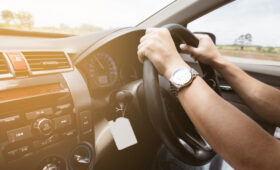 Разрешение на ввоз в Россию автомобилей с правым рулем продлят