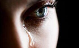 Учёные заявили, что коронавирус может передаваться через слёзы