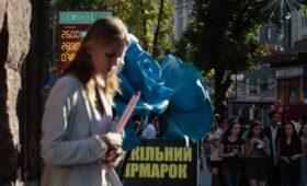 Средняя зарплата на Украине достигла рекордного уровня»/>