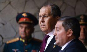 Лавров объяснил свои слова о нападках на Сталина»/>