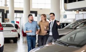 Автоэксперт рассказал водителям, как вернуть деньги за навязанные услуги