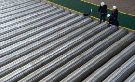 США ввели антидемпинговые пошлины на импорт стальных труб из России»/>